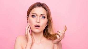 Zniszczone, wypadające włosy to częsty problem u świeżo upieczonych mam.