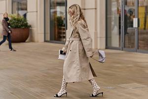 Kiedyś nosiła go Audrey Hepburn. Dziś ten płaszcz to prawdziwy hit wśród fashionistek! Ponadczasowy i kobiecy