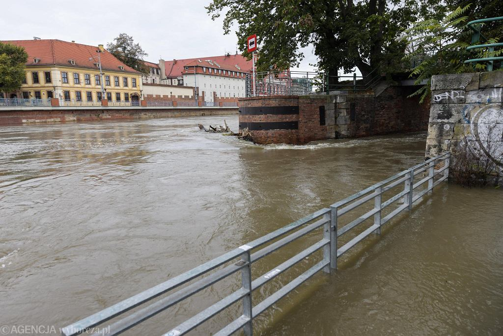 Przez Wrocław przechodzi fala kulminacyjna na Odrze