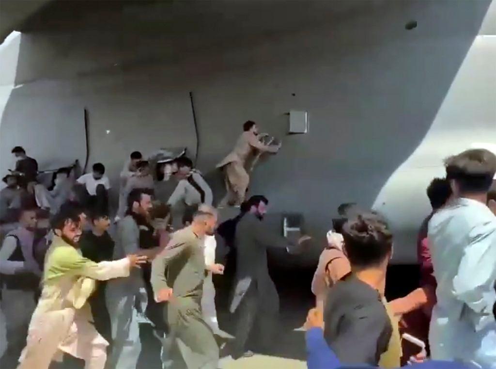 Samolot C-17 odlatujący z Afganistanu