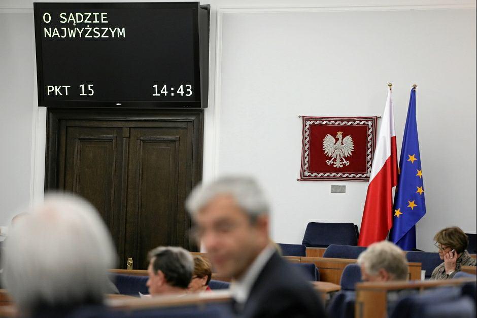 Senat bez poprawek przyjął trzy nowelizacje ustaw sądowych autorstwa PiS