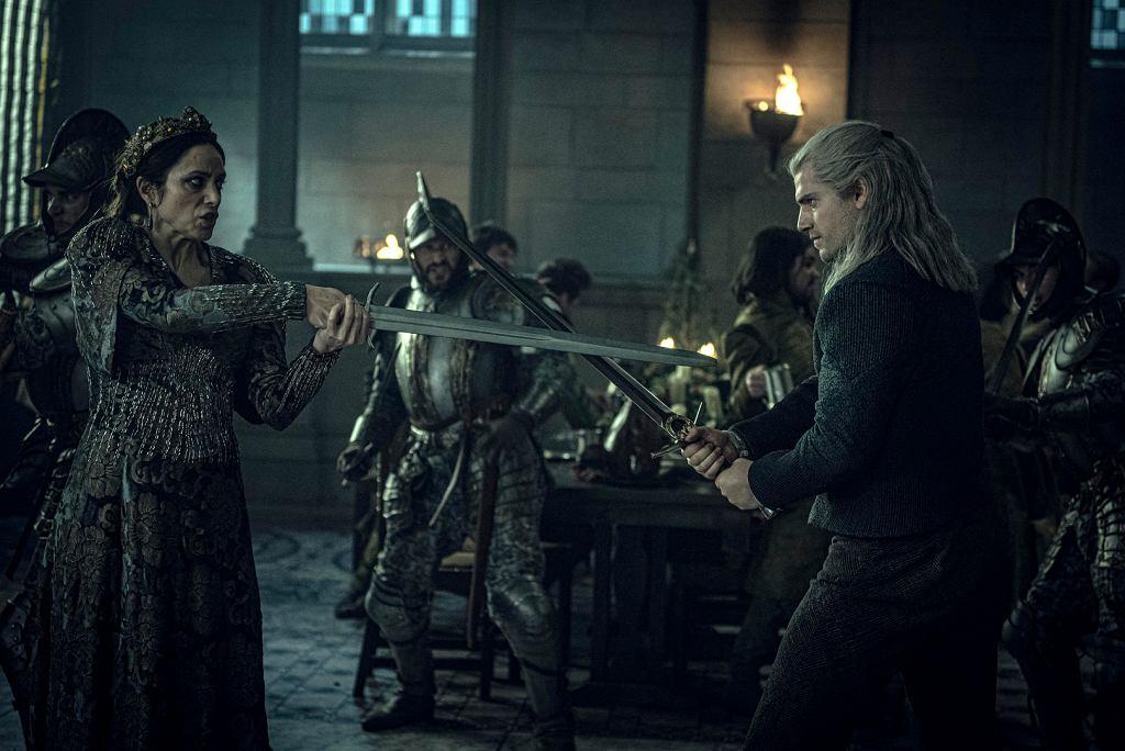 Jodhi May jako królowa Calanthe i Henry Cavill jako Geralt z Rivii w serialu 'Wiedźmin'
