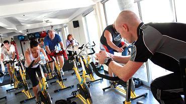 Badania wskazują, że nagłe porzucenie ćwiczeń, które niedawno tak entuzjastycznie podjęliśmy, kończy się zwykle dodatkową nadwyżką niechcianych kilogramów.