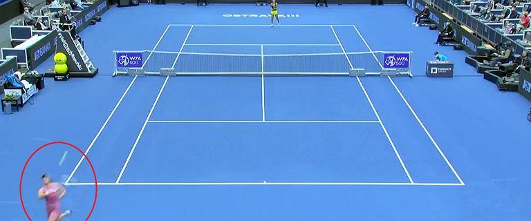 """Co za akcja Igi Świątek! """"Pięć gwiazdek"""" od WTA! Zagranie turnieju! [WIDEO]"""