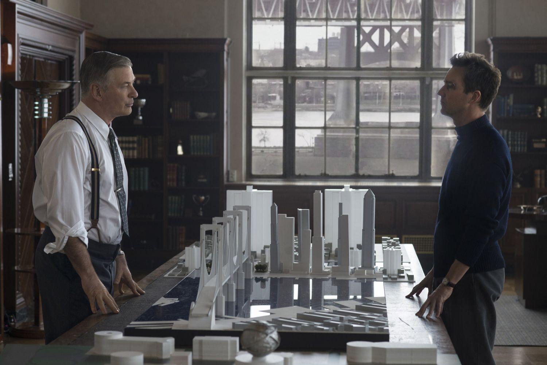 Alec Baldwin i Edward Norton w filmie 'Osierocony Brooklyn' (mat. prasowe)
