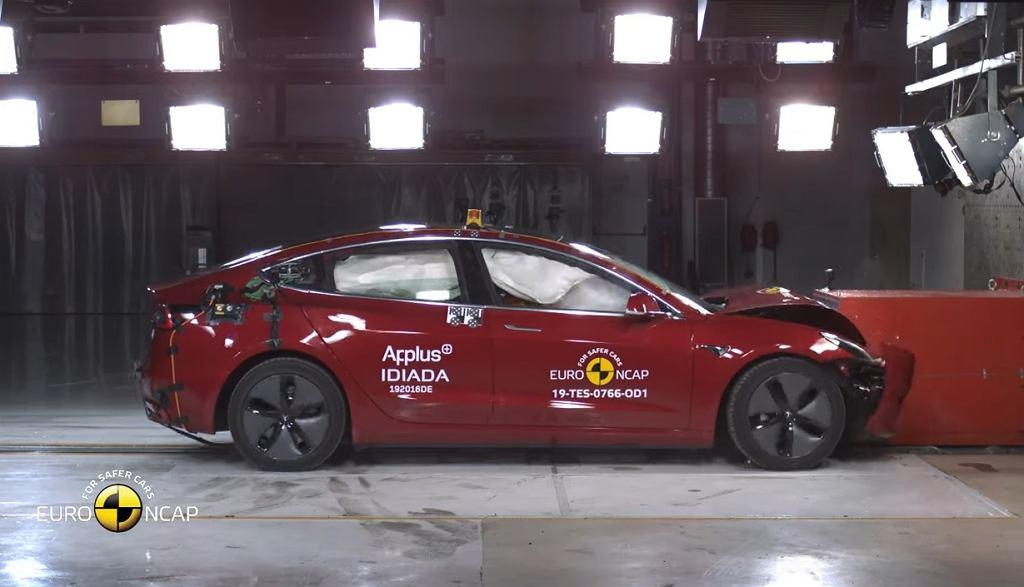 Tesla Model 3 w teście zderzeniowym Euro NCAP