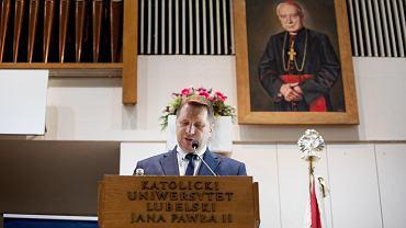Minister Przemysła Czarnek chciałby wprowadzenia do szkół średnich przedmiotu 'Historia i teraźniejszość'. Na razie nie podał szczegółów w jakim wymiarze przedmiot miałby być nauczany ani jaki miałby program.