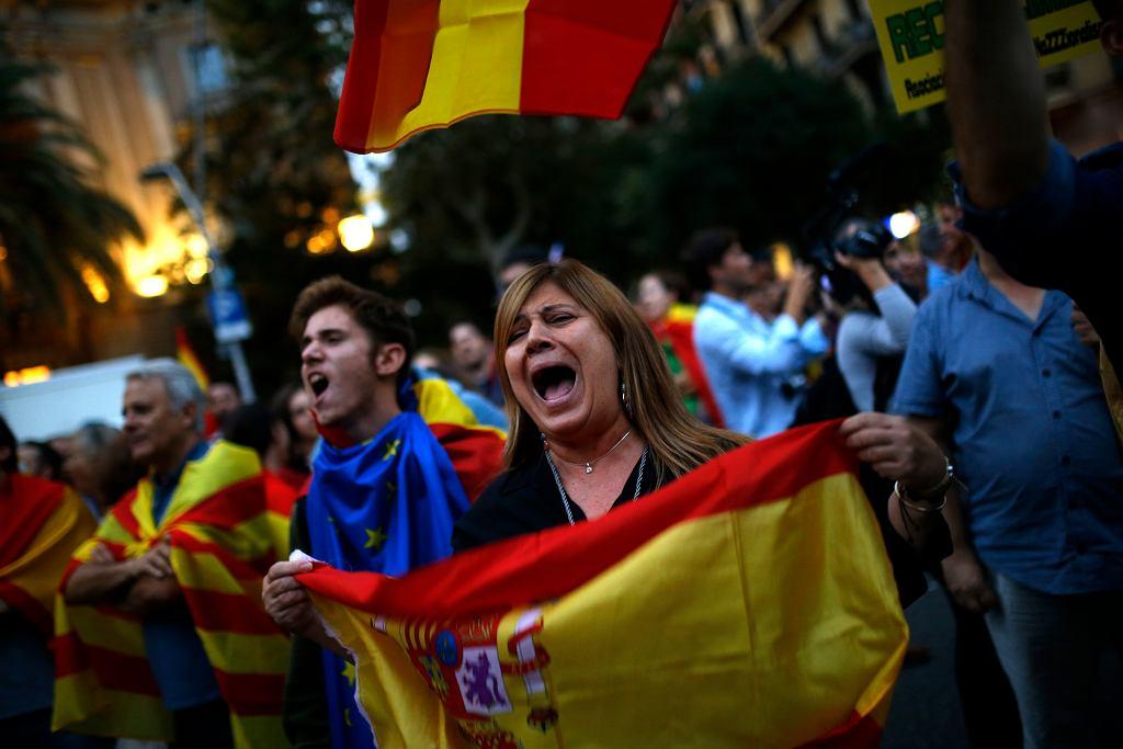 Katalonia, trwa spór o niepodległość. Na zdjęciu przeciwnicy secesji