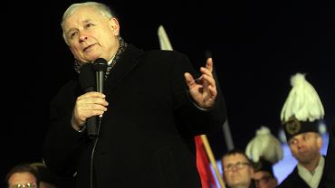 Jarosław Kaczyński podczas obchodów miesięcznicy smoleńskiej. Grudzień 2015 r.