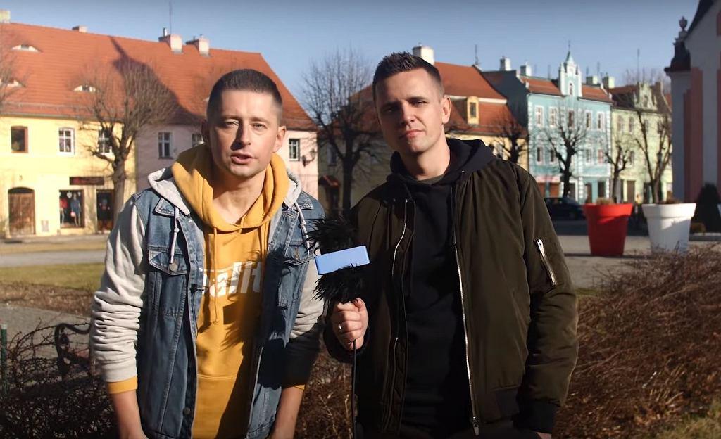 Jakub Kwieciński i Dawid Mycek zrobili sondę w Chocianowie odnośnie pomysłu radnych na 'strefę wolną od LGBT'