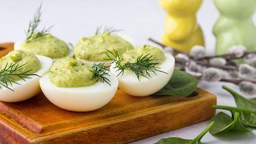 Jajka nadziewane na Wielkanoc: czym faszerować i kiedy podawać? Podpowiadamy