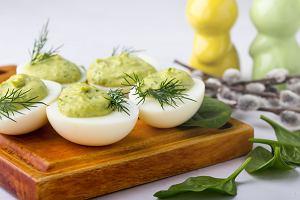 Potrawy na Wielkanoc. 5 tradycyjnych dań, ale w nowym wydaniu. Posmakują też dzieciom