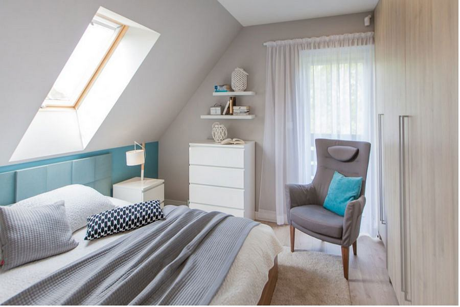 Pastelowa sypialnia na poddaszu