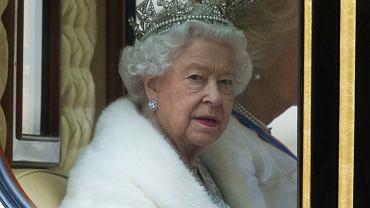 Co się stanie w pierwszych godzinach od śmierci królowej? Rodzina i pracownicy są już przygotowani. Pod odsłoną nocy ćwiczą pogrzeb