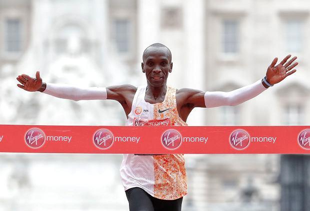 Niesamowity maratończyk chce złamać barierę wyobraźni! Ale nie wszyscy mu kibicują