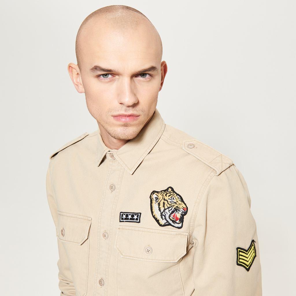 Top model Adam Kaszewski w koszuli Reserved