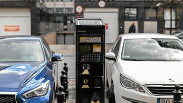 Warszawa znowu podnosi ceny parkingów. Tym razem celuje w mieszkańców
