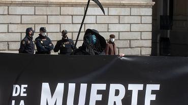 Hiszpania szóstym krajem świata, który zalegalizował eutanazję