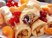 Naleśniki z serkiem, owocami i miodem - ugotuj