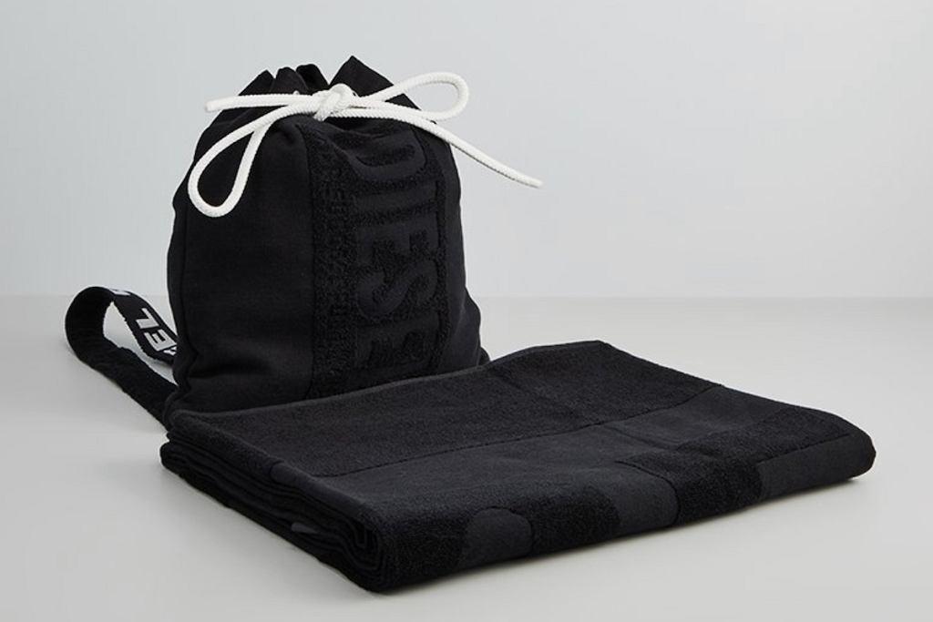 Ręcznik z plecakiem.