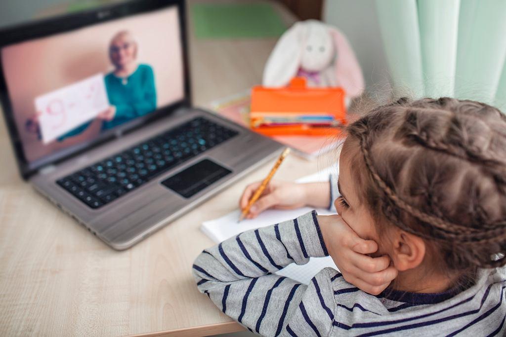 Czy dzieci mogą zostawać same w domach?