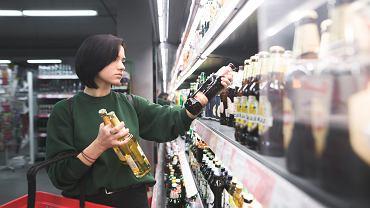 Chociaż butelki zwrotne są tańsze i bardziej ekologiczne, nadal najwięcej piwa sprzedaje się w puszkach i butelkach jednorazowych. Dlaczego tak jest?