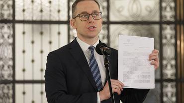 Cezary Tomczyk, poseł Koalicji Obywatelskiej podczas konferencji w Sejmie 30 kwietnia.