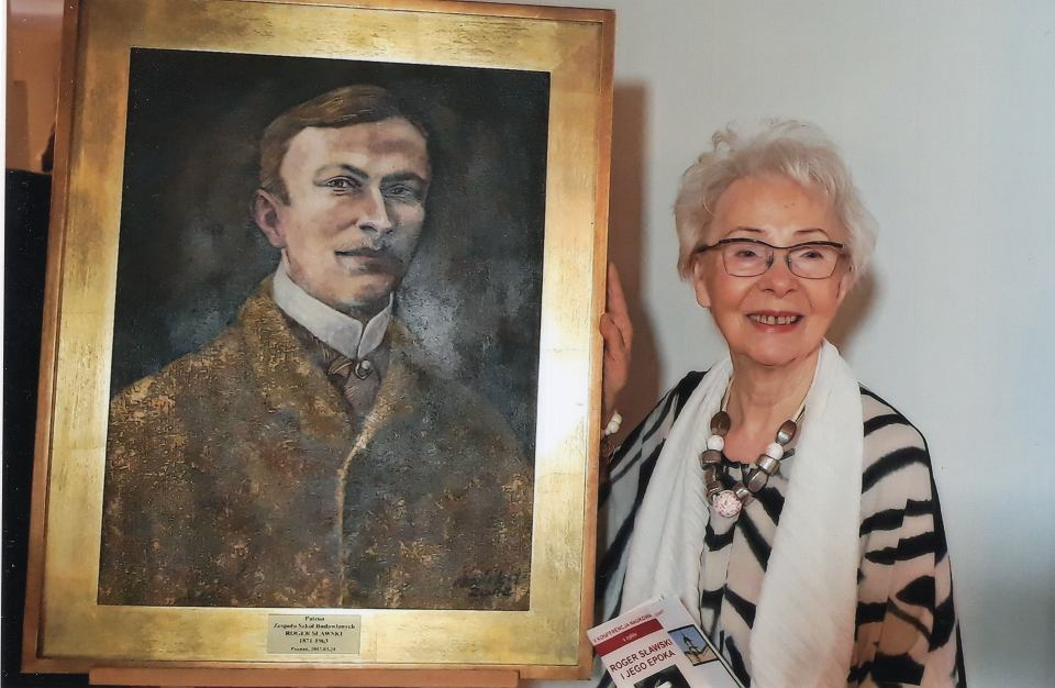 Krystyna Sławska z portretem dziadka Rogera Sławskiego
