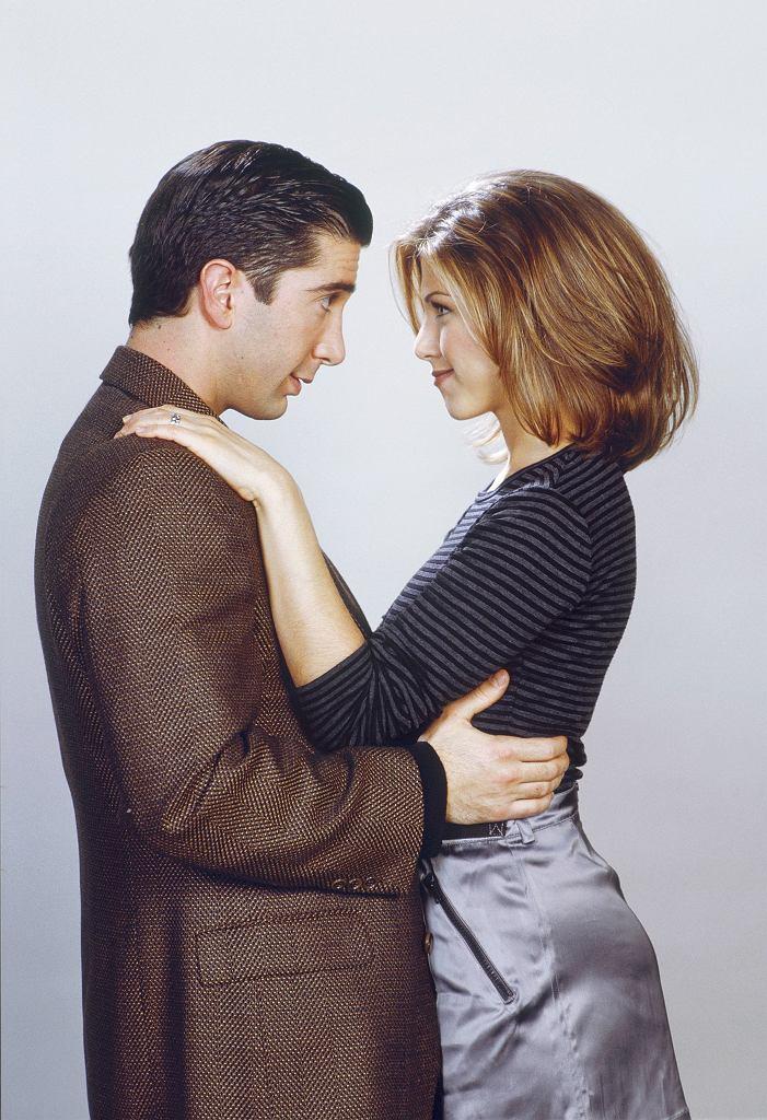 Jennifer Aniston  i David Schwimmer w drugim sezonie serialu 'Przyjaciele'
