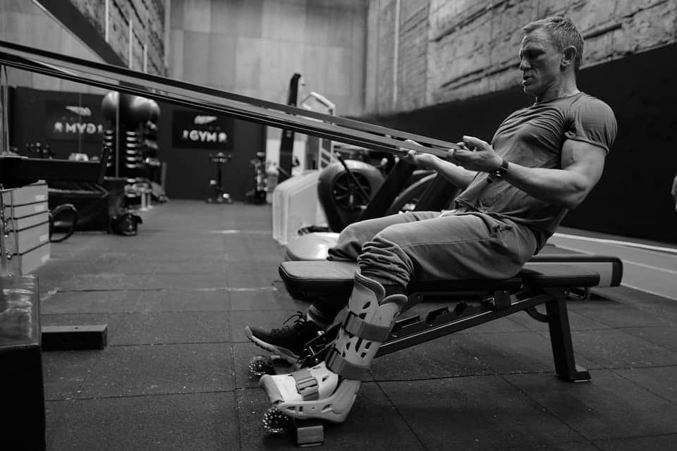 Daniel Craig ćwiczy przed powrotem na plan nowego Bonda