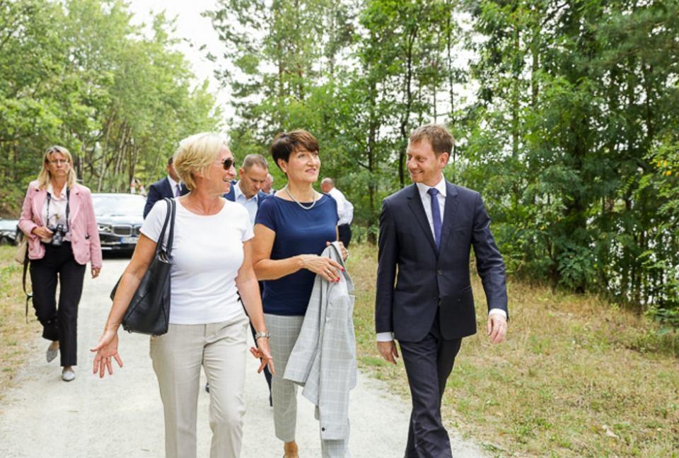 W Łęknicy z okazji 10-lecia współpracy partnerskiej między Lubuskim a Saksonią spotkały się władze obu regionów. Woj. lubuskie reprezentowała marszałek Elżbieta Polak
