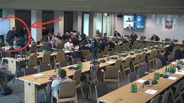 Borys Budka wychodzący z obrad sejmowej komisji ds. Energii i Skarbu Państwa