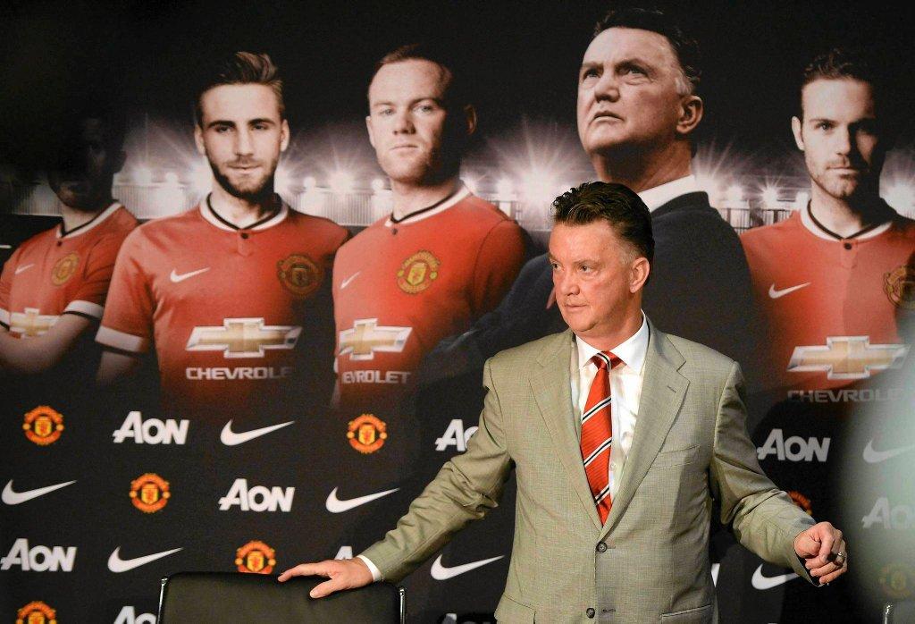 Louis Van Gaal podczas konferencji prasowej na Old Trafford