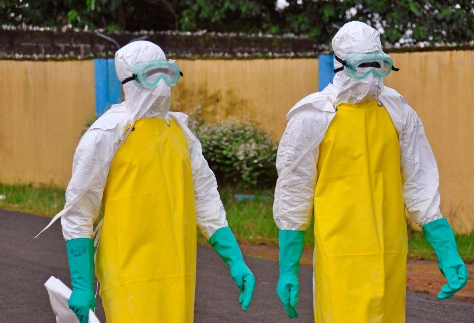 Lekarze w centrum leczenia eboli w Monrowii, stolicy Liberii, 16 sierpnia 2014 r.