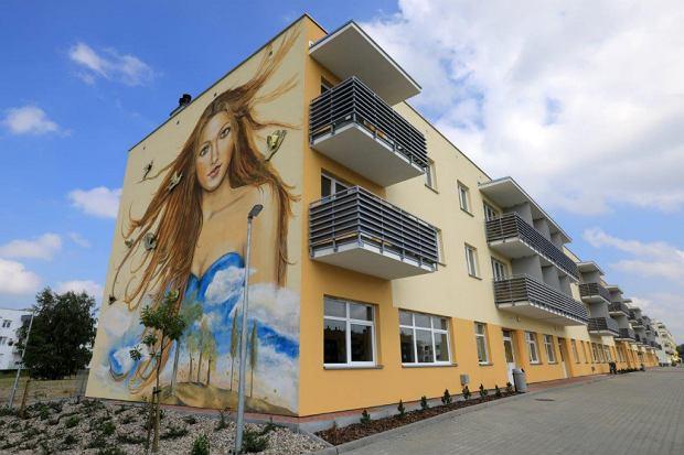 Zdjęcie numer 0 w galerii - Pierwsi lokatorzy odebrali klucze do mieszkań dla seniorów w Toruniu