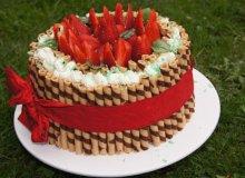 Tort z mascarpone i truskawkami - ugotuj