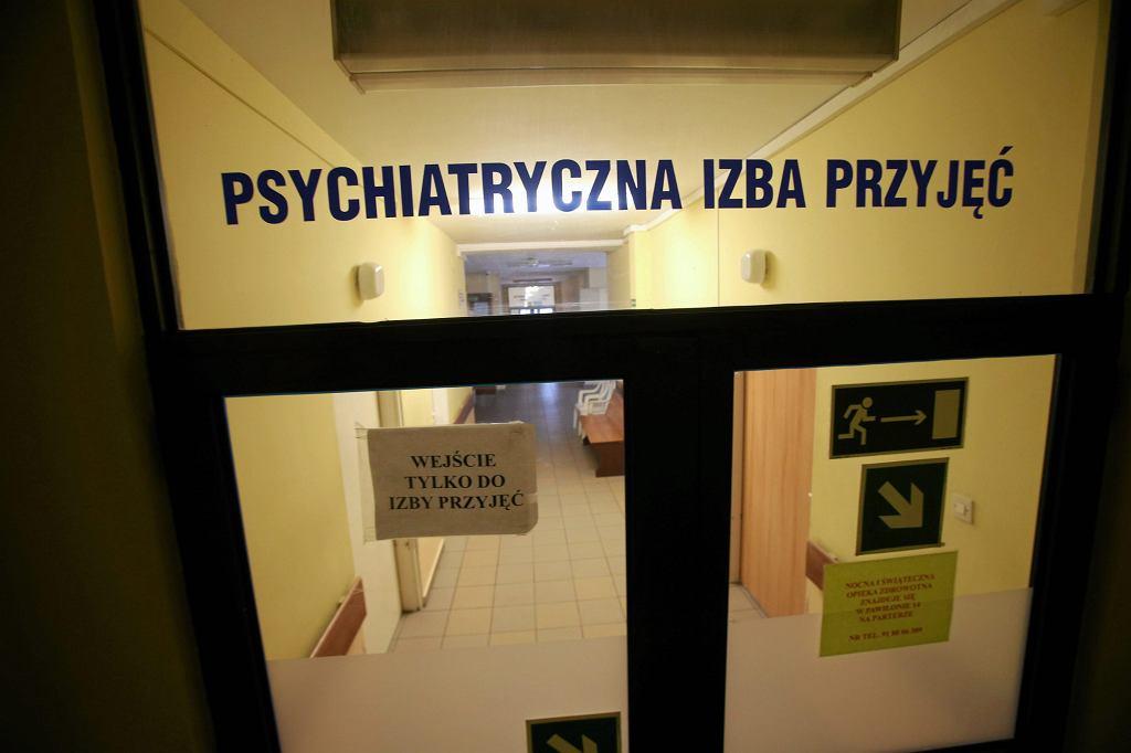 Lekarze - jako grupa zawodowa - są bardzo często narażeni na silny stres, a to sprzyja problemom psychicznym (fot. Cezary Aszkielowicz / Agencja Gazeta)