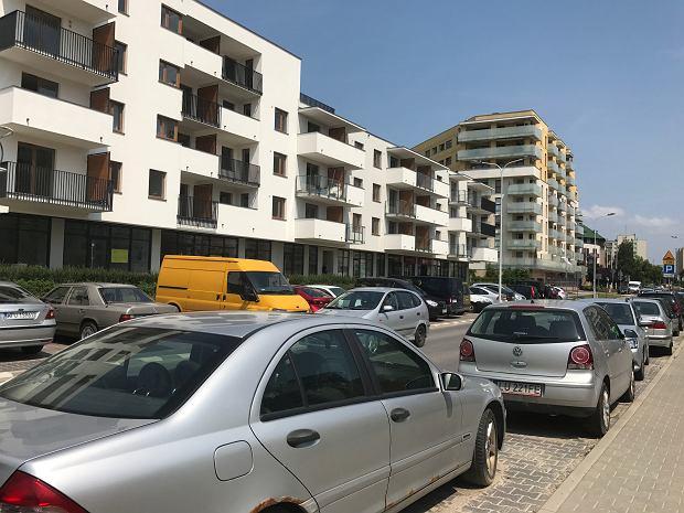 Na nowo powstających osiedlach brak jest miejsc parkingowych