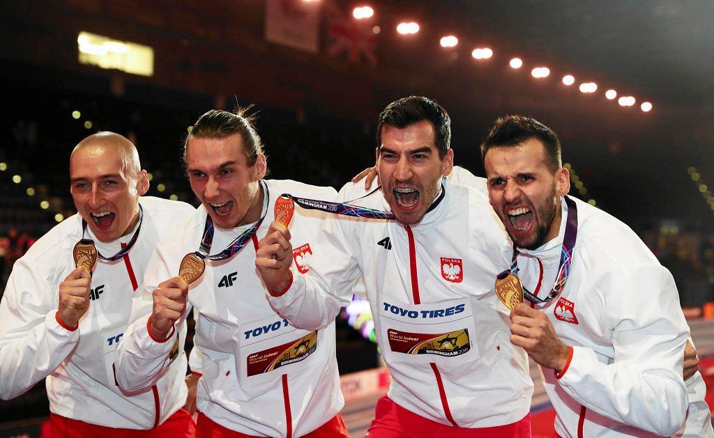 Mistrzowie i rekordziści świata w sztafecie 4 x 400 m od lewej: Jakub Krzewina, Karol Zalewski, Rafał Omelko i Łukasz Krawczuk.