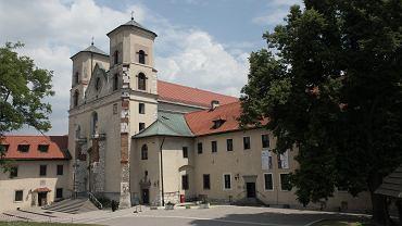 Półnagi mężczyzna wskoczył na ołtarz w tynieckim klasztorze