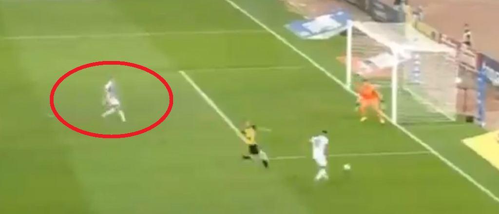Gol Karola Świderskiego w meczu AEK - PAOK