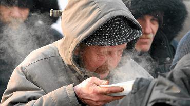 Bezdomni warszawiacy mają szansę na publiczną łaźnię. Sprzeciwiają się jej powstaniu mieszkańcy Ochoty.