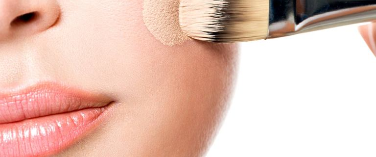 Top 3 najlepsze podkłady kryjące do skóry dojrzałej. Mamy cenowe hity, które pięknie wyrównują koloryt, ale nie obciążają