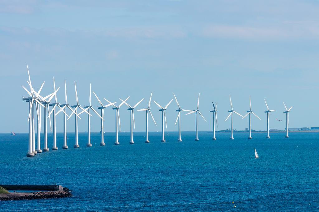 Farma wiatrowa na Bałtyku u wybrzeży Danii