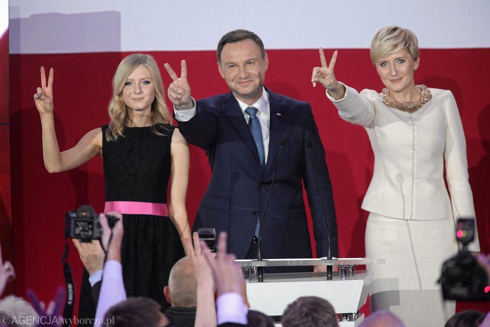 Zdjęcie numer 1 w galerii - Wybory prezydenckie 2015. Prezydent elekt Andrzej Duda: prezydent musi służyć narodowi [WYSTĄPIENIE PO OGŁOSZENIU WYNIKÓW]