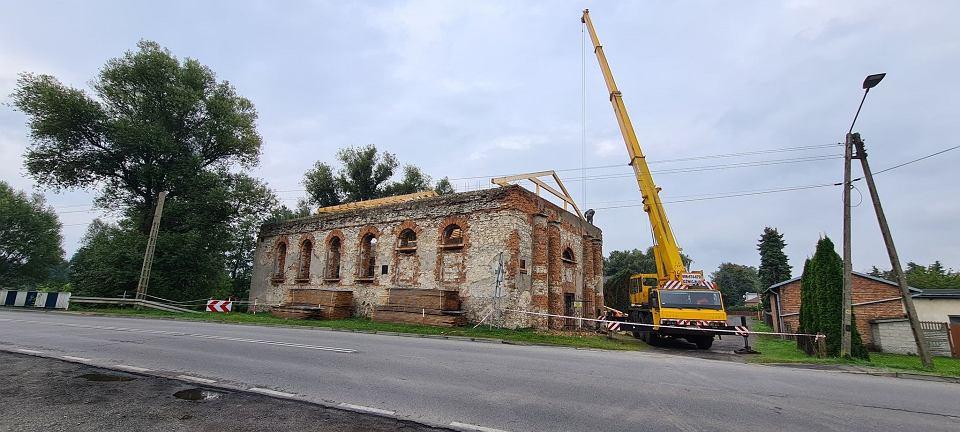 Zdjęcie numer 1 w galerii - Trwają prace przy ratowaniu synagogi w Krzepicach