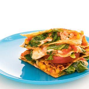 Quesadillas z kurczakiem, kukurydzą, pomidorami i serem pecorino