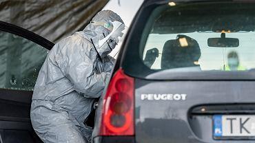Koronawirus. Żołnierze z 9. Łódzkiej Brygady Obrony Terytorialnej pomagają na punktach pobierania wymazów