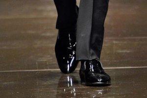 Klasyczna elegancja: czarne buty