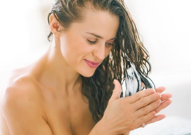 Nafta kosmetyczna: dobra dla włosów. Właściwości i stosowanie nafty kosmetycznej w pielęgnacji